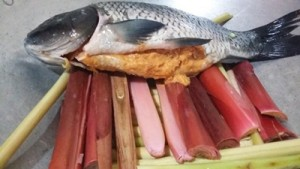 langkah-langkah cara membuat arsik ikan mas yang enak